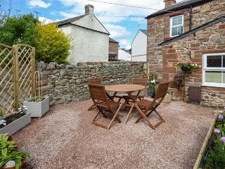 BAKERS COTTAGE, end-terrace, woodburning stove, pet-friendly, in Kirkby Thore