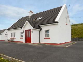 INISHTURK VIEW, detached, open fire, beautiful country views, 10 min walk to beach near Louisburgh, Ref 905053