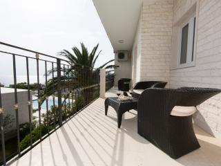 Luxury 3 bedroom apartment with sea view
