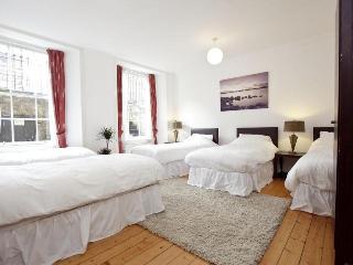 Large West End Apartment by SQUARE Property, Edinburgh