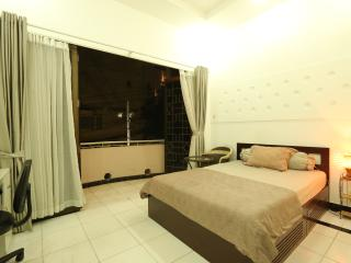 Balcony Holiday Home with Garden View in HCM city
