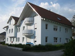 Vacation Apartment in Nonnenhorn - 861 sqft, 2 bedrooms, 1 living / bedroom, max. 5 people (# 8677)