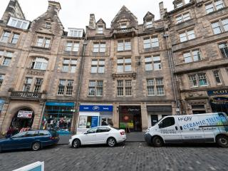 1 Bedroom Apartment on Royal Mile, Edinburgh (11)