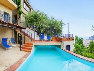 Lovely flat with pool, near the sea, in Sicily, Cefalú