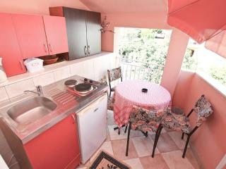 Studio with kitchen on the terrace, Igalo