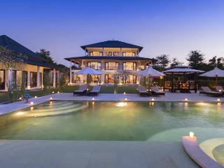 Villa Bulan Putih Bukit Bali Seaview 7Bdrm Luxury, Jimbaran