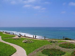 Sunny Solana Beach - Ocean Front, 2 bedroom, Mid level Seascape Sur complex