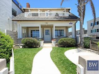 Ideal Location!  Single Family Oceanfront. Huge Front Yard & Porch! (68173), Newport Beach
