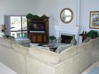 2 Bedroom, 2 Bathroom Vacation Rental in Solana Beach - (SUR184)