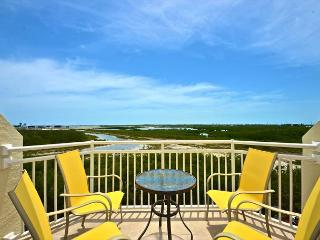 Grand Exuma Suite Majestic island getaway! Skyline views and pool access!, Key West