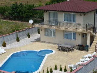Villa 'Golden Crown' 1km from Black Sea Rama Golf., Balchik