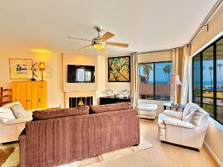10% OFF APR - Enjoy Surf, Sand, & Sunsets at this La Jolla Shores Penthouse