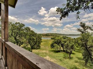 3BR/2.5BA House with Lake View Decks, Walk to Lake Travis, Sleeps 9, Point Venture