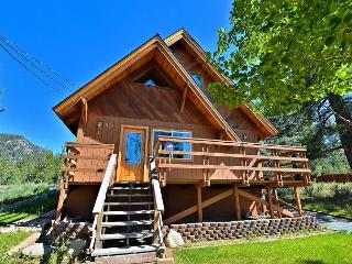 2BR Plus Loft Cabin with Mountain Views, Close to River, South Lake Tahoe