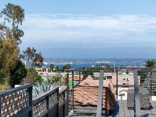 4BR with Rooftop Deck & Panoramic Bay Views - Minutes to Downtown