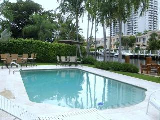 The Original Florida Dream Heated Pool 4/4,12 guests Gated Community, Hallandale Beach