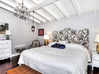 BEAUTIFULLY REMODELED Front COTTAGE & detached UPPER UNIT, Corona del Mar