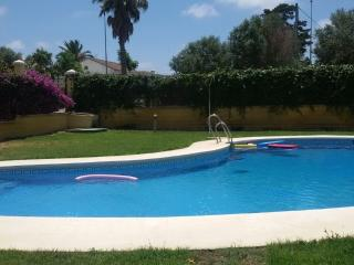 Beautiful Holiday Home with Swimming Pool, Chiclana de la Frontera