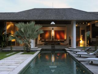 minimalist villa in the heart of seminyak, Seminyak