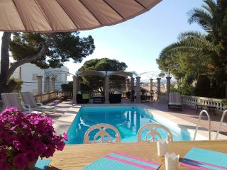 VILLA  PORTO, villa near the sea with pool., Porto Cristo