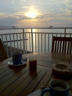 BREAKFAST IN FRONT OF SEA