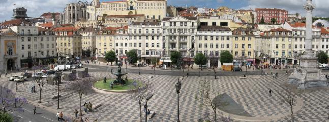 Rossio Square (10 minutes)
