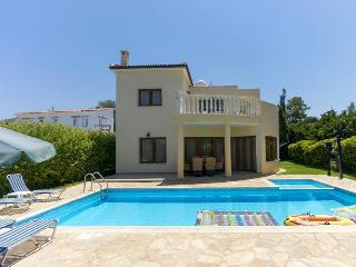 Beautiful 3bed villa, private pool,200m from beach, Argaka
