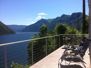 Colonno, Lake Como 6 sleeps apartment, Argegno