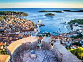 THE ROOF OF THE TOWN, Hvar