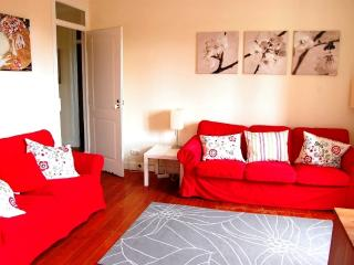 Spacious 4-Bedroom Apartment w/ Sea View, Estoril