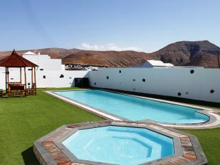 Exclusive Timecheide House .. nice pool area, Yaiza