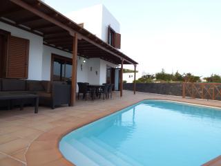 Villa con piscina privada y vistas