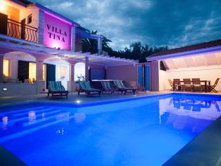 Villa Tina Duće with a private heated pool