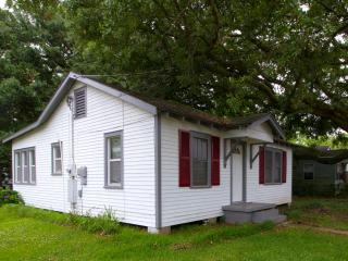 Cajun Home Cottage - Green Room, Lafayette