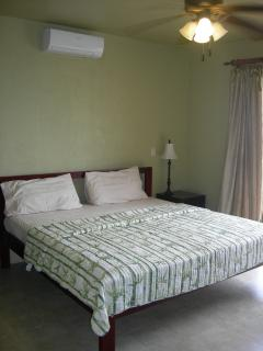 Second master Bedroom with kingsize bed