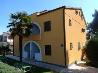 Seka IV - family apartment 100 m from the sea!, Rovinj