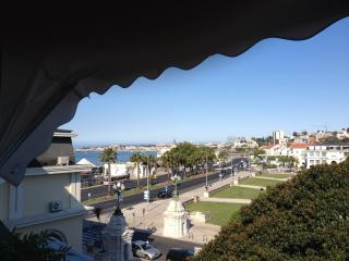 Top floor luxury - ocean views, Estoril