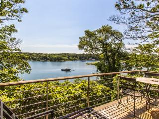 SHEFD - Boutique Waterfront Cottage, Lagoon Beach, Wifi Internet, Central A/C, Vineyard Haven