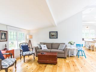 ARMSA - Cozy Newly updated Seashore Cottage,  East Chop Highlands Area,  Farmers Porch and Deck, Oak Bluffs