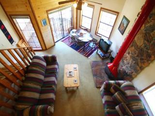 Riverbend Townhouse #8 - On the River, King Bed, Downstairs Studio, Red River