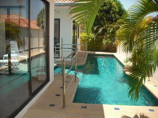 AvG1 (2 bedroom house with pool on Pratumnak hill, Pattaya