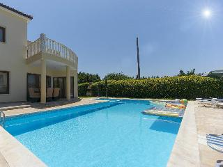 200m from beach,sleeps 6,modern with private pool