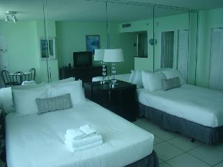 Collins Apartments by Design Suites Miami 1703, Miami Beach