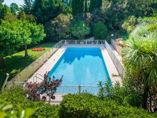 Spacious Modern Apartment, , Pool, Aircon, Garden, Cannes