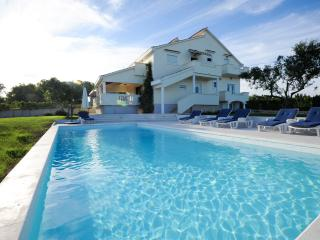 Holiday Villa Matea, Luxurious apartment, 8 people, Poljica