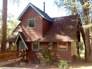 Primrose Place: Cabin w/ Spa Near Bear Mountain, Big Bear Lake