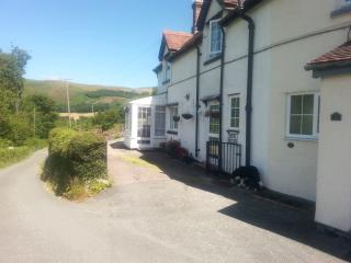 Bloom Cottage self catering holiday home Llangollen with views pet friendly