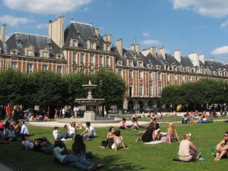 MINUTES TO ALL MAJOR LOCATIONS~1 BR APT IN MARAIS, París