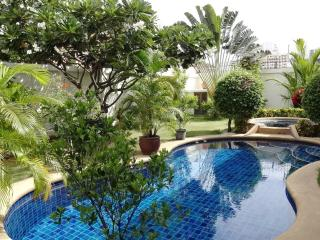 Avg 2 - 3 bedroom house with a pool at Pratumnak, Pattaya
