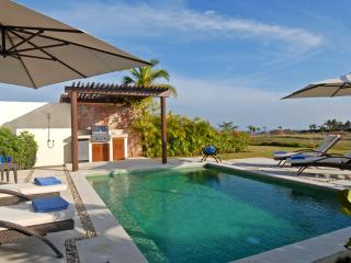 Villa Zafiro - Ideal for Couples and Families, Beautiful Pool and Beach